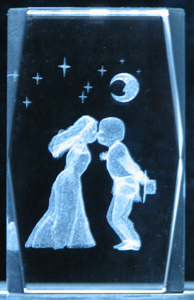 3-3d-laser-crystal-cube-couple-kissing-7